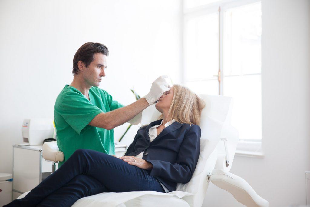 Plastischer Chirurg Dr. Metz ausführliche Beratung